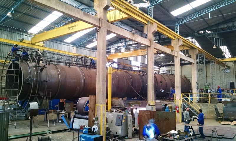Peso:35 ton Dimensões:ø 4.000 X 40.000 mm Normas:N-0268/ ASME VIII Div. I / ASME IX Material:A-285 Gr. C Ano de Fabricação: 2015