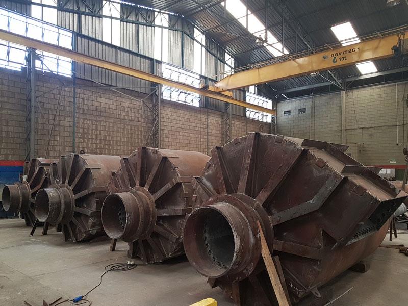 Peso: 55 ton Dimensões: ø INT 1.800 X 13.000 mm Normas: N-268 / ASME VIII Div. I / ASME IX / N-1617 / N-1728 / N-133 Material: AÇO LIGA ASTM A387 GR 11 CL 2 / ASTM A335 P11 Ano de Fabricação: 2017